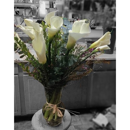 One_Doz_(12)_Calla_Lilies_in_a_Vase_$1249.99
